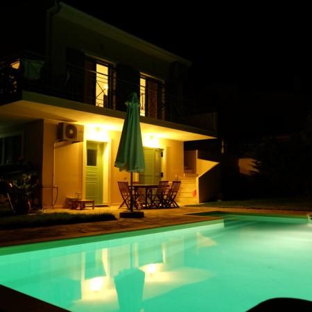 Swimming pool at night !